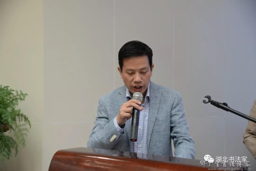 湖北省书协秘书长李劲松主持开幕式.jpg